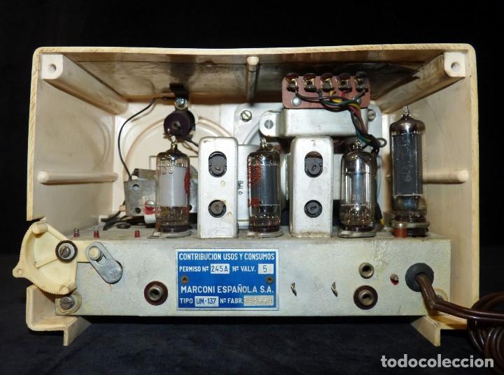 Radios de válvulas: ANTIGUA RADIO MARCONI MOD. UM 137 DE 4 VÁLVULAS. 21,5x14x12 cm. AÑO 1952. FUNCIONANDO. ESCASA - Foto 11 - 197161791
