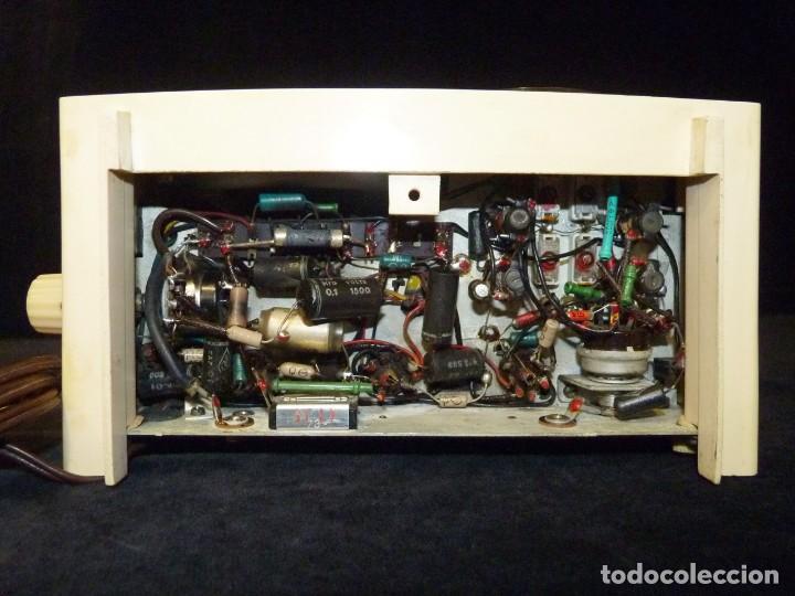 Radios de válvulas: ANTIGUA RADIO MARCONI MOD. UM 137 DE 4 VÁLVULAS. 21,5x14x12 cm. AÑO 1952. FUNCIONANDO. ESCASA - Foto 16 - 197161791
