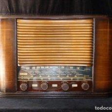 Radios de válvulas: PRECIOSA Y ANTIGUA RADIO VICA DE 5 VÁLVULAS. 50X23X33 CM. 1941-42. NO FUNCIONA. MUY RARA. BONITO DIS. Lote 197161862