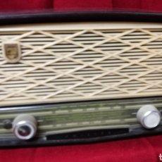 Radios de válvulas: RADIO BAQUELITA MARCA FHILIPS. Lote 197589590