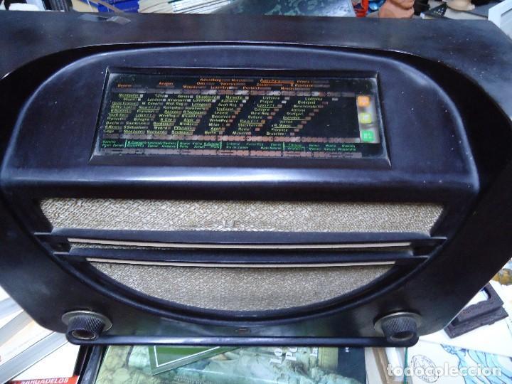 Radios de válvulas: preciosa RADIO MULLARD carcasa de vakelita año 1937 FUNCIONANDO funciona perfectamente tiene todo or - Foto 2 - 198228575