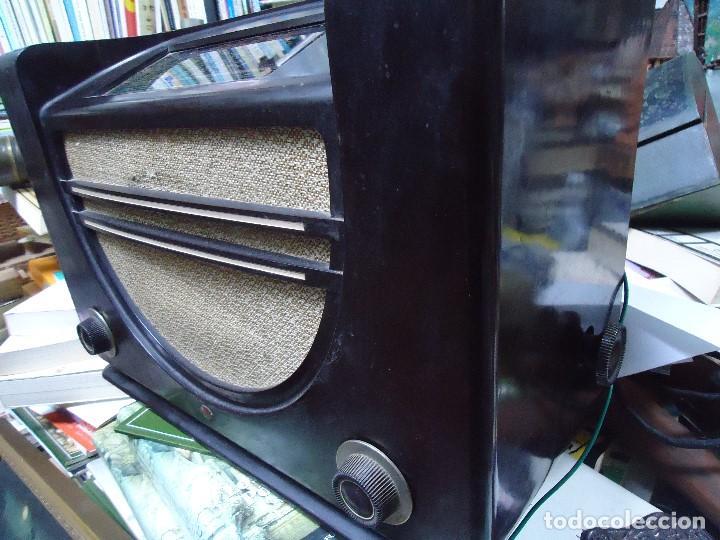 Radios de válvulas: preciosa RADIO MULLARD carcasa de vakelita año 1937 FUNCIONANDO funciona perfectamente tiene todo or - Foto 4 - 198228575