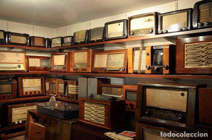 Radios de válvulas: preciosa RADIO MULLARD carcasa de vakelita año 1937 FUNCIONANDO funciona perfectamente tiene todo or - Foto 12 - 198228575