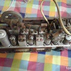 Radios de válvulas: CHASIS COMPLETO DE RADIO PHILIPS PHILETTA DE LUXE B2D 94 A FUNCIONA LEAN TODO. Lote 198477952
