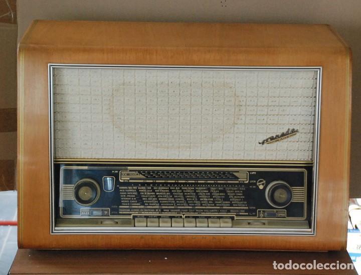 RADIO VALVULAS BLAUPUNKT GRANADA DE LUXE TYPE 2330 .AÑO 1957 - FUNCIONA (Radios, Gramófonos, Grabadoras y Otros - Radios de Válvulas)