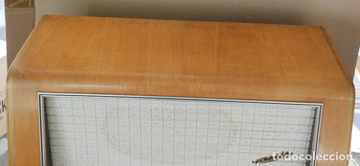 Radios de válvulas: Radio Valvulas Blaupunkt Granada De Luxe Type 2330 .Año 1957 - FUNCIONA - Foto 4 - 201801063