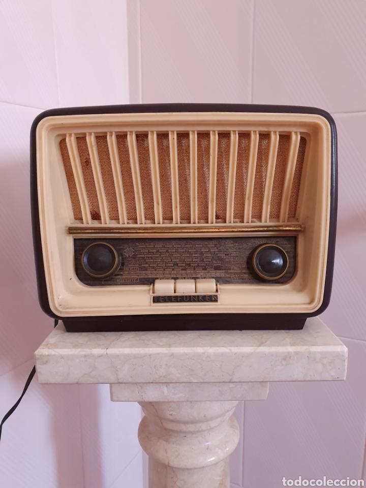 ANTIGUA RADIO DE BAQUELITA MODELO CAPRICHO U-1815 MARCA TELEFUNKEN POR FAVOR LEER DESCRIPCIÓN (Radios, Gramófonos, Grabadoras y Otros - Radios de Válvulas)