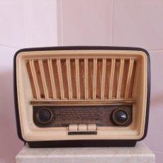 Radios de válvulas: ANTIGUA RADIO DE BAQUELITA MODELO CAPRICHO U-1815 MARCA TELEFUNKEN. Lote 202652570