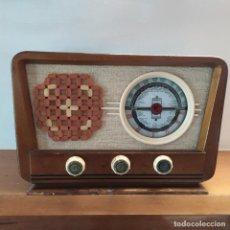 Radios de válvulas: RADIO ANTIGUA Y FUNCIONANDO. Lote 202776267