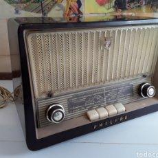 Radios de válvulas: RADIO ANTIGUA PHILIPS 34 X 22,5 CM FUNCIONANDO 125 W. Lote 203418557
