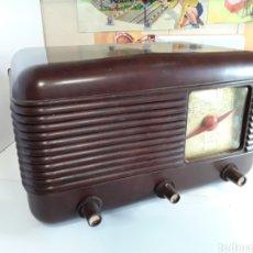 Radios de válvulas: ANTIGUA RADIO EN BAQUELITA 34X20X20CM. Lote 204140531