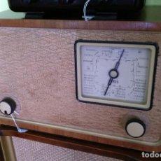 Radios de válvulas: ANTIGUA RADIO EN MADERA FUNCIONANDO.. Lote 205814553