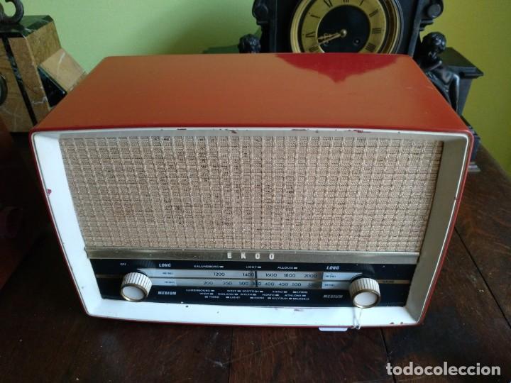 ANTIGUA RADIO EN BAQUELITA DE LA MARCA EKCO FUNCIONANDO PERFECTAMENTE. (Radios, Gramófonos, Grabadoras y Otros - Radios de Válvulas)