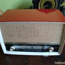 Radios de válvulas: ANTIGUA RADIO EN BAQUELITA DE LA MARCA EKCO FUNCIONANDO PERFECTAMENTE.. Lote 205827957