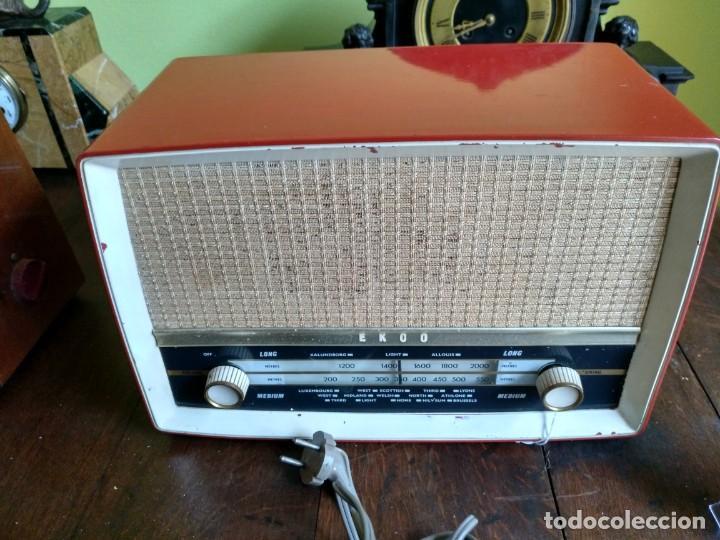 Radios de válvulas: ANTIGUA RADIO EN BAQUELITA DE LA MARCA EKCO FUNCIONANDO PERFECTAMENTE. - Foto 4 - 205827957