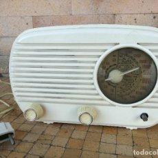 Radios de válvulas: ANTIGUA RADIO RECEPTOR A VÁLVULAS. UNIVERSAL. MODELO L-40. LACORA. CIRCA 1950. BAQUELITA. Lote 206396346