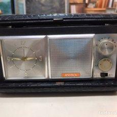 Radios de válvulas: RADIO ASIBO ENGANCHADA A SU FUNDA. Lote 206969775