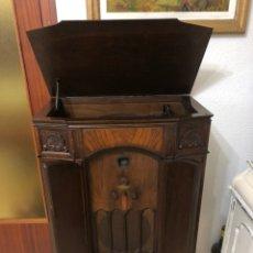 Radios de válvulas: ESPECTACULAR RADIO GRAMOFONO PHILCO MADE IN USA MODELO 1934. Lote 207072353