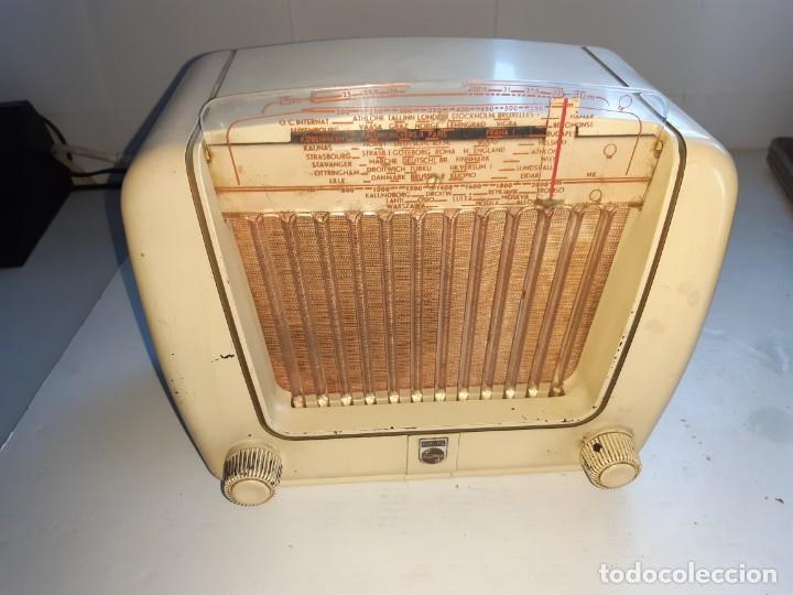 RADIO ANTUGUA PHILIPS PEINETA BLANCO (Radios, Gramófonos, Grabadoras y Otros - Radios de Válvulas)