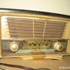 Radios de válvulas: ANTIGUA RADIO DE VALVULAS MAGESTIC MODELO 35 , CARCASA MADERA. Lote 207680078