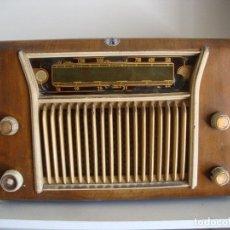 Radios de válvulas: CURIOSA RADIO MADERA JUAN ALTARRIBA SERRA ALFIL UNION RIPOLL VER FOTOS. Lote 207967822