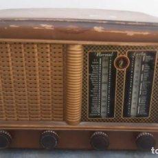Rádios de válvulas: RADIO ANTIGUO DE MADERA DESCONOZCO MARCA 26 CMS. DE ALTO X 40 CMS. DE ANCHO X 22 CMS. DE FONDO. Lote 209350201