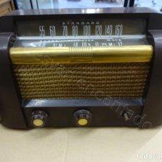 Rádios de válvulas: ANTIGUA RADIO DE VÁLVULAS RCA VICTOR STANDARD . PARA REPARAR. MUY BONITA. 38 CTMS. DE ANCHO. Lote 209693286