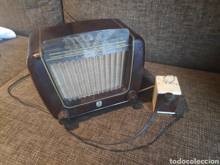 Radios de válvulas: Radio philips baquelita muy bueno estado con su transformador 110-220 . Todo original - Foto 2 - 209983793