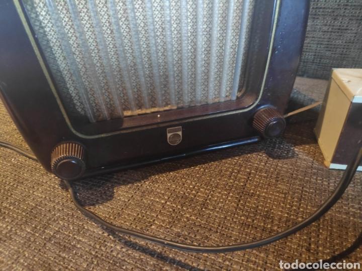 Radios de válvulas: Radio philips baquelita muy bueno estado con su transformador 110-220 . Todo original - Foto 3 - 209983793