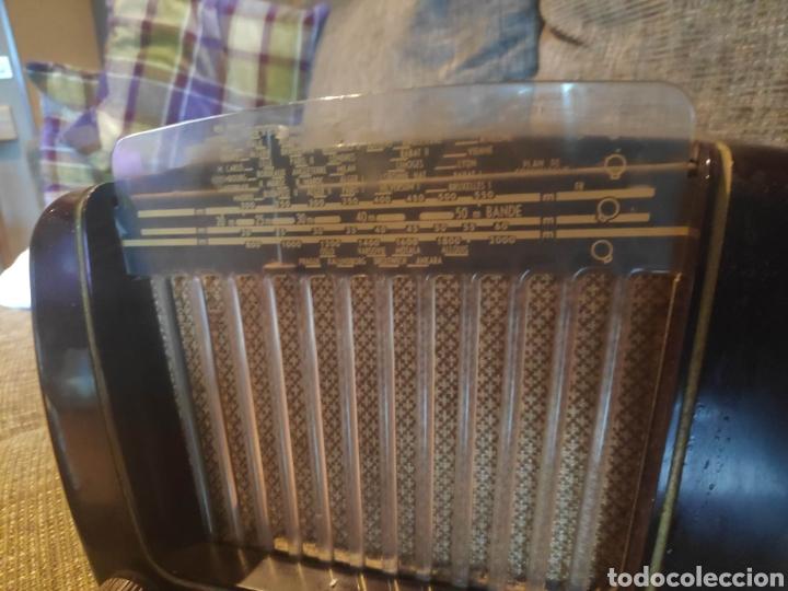 Radios de válvulas: Radio philips baquelita muy bueno estado con su transformador 110-220 . Todo original - Foto 4 - 209983793
