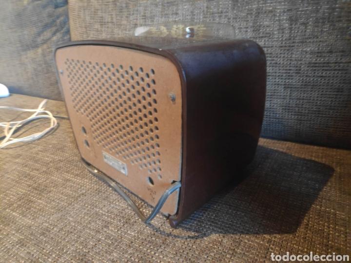 Radios de válvulas: Radio philips baquelita muy bueno estado con su transformador 110-220 . Todo original - Foto 5 - 209983793