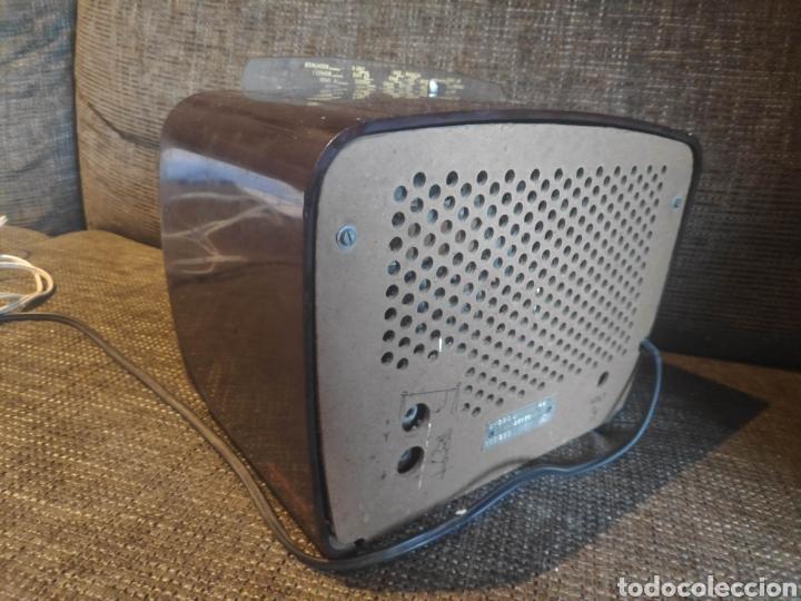 Radios de válvulas: Radio philips baquelita muy bueno estado con su transformador 110-220 . Todo original - Foto 6 - 209983793