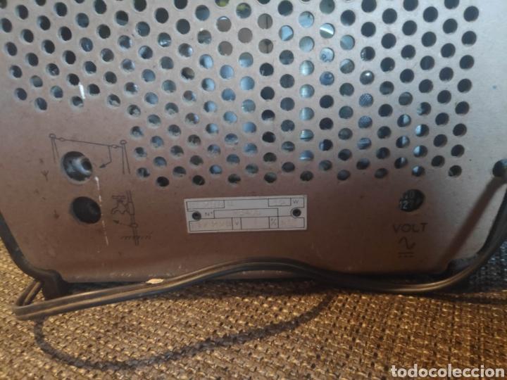 Radios de válvulas: Radio philips baquelita muy bueno estado con su transformador 110-220 . Todo original - Foto 7 - 209983793