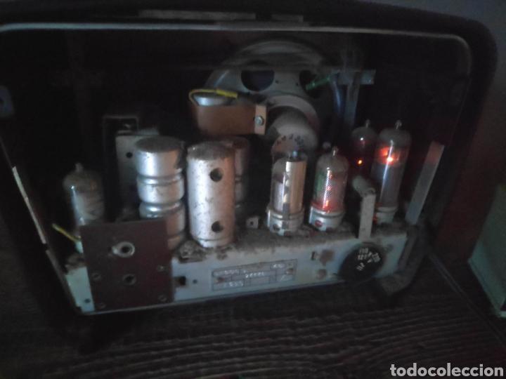 Radios de válvulas: Radio philips baquelita muy bueno estado con su transformador 110-220 . Todo original - Foto 9 - 209983793