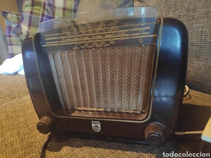 RADIO PHILIPS BAQUELITA MUY BUENO ESTADO CON SU TRANSFORMADOR 110-220 . TODO ORIGINAL (Radios, Gramófonos, Grabadoras y Otros - Radios de Válvulas)