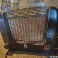 Radios de válvulas: RADIO PHILIPS BAQUELITA MUY BUENO ESTADO CON SU TRANSFORMADOR 110-220 . TODO ORIGINAL. Lote 209983793