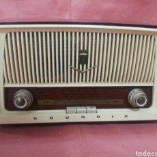 Rádios de válvulas: RADIO GRUNDIG. ENCIENDE, PERO NO SUENA. EL DIAL NO SE MUEVE. 34X29X13 CM.. Lote 210440688