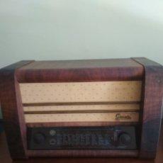 Radios de válvulas: RADIO GRAETZ DE MADERA AÑO 1950. Lote 211258720