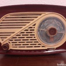Radios de válvulas: PRECIOSA RADIO PEQUEÑA DE BAQUELITA MARCA RADIOLO. Lote 211874206