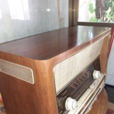 Radios de válvulas: RADIO GRAETZ MELODIA 619 FUNCIONANDO MUY BIEN.. Lote 212209398