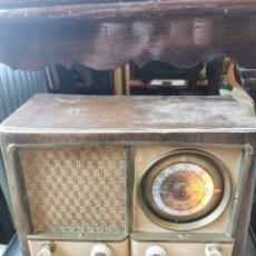 Radios de válvulas: RADIO DE VÁLVULAS. FUNCIONANDO. AÑOS 40-50. Lote 212756181