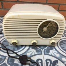 Radios de válvulas: RADIO ANTIGUA L-40 UNIVERSAL BLANCA. USMO. Lote 212773630
