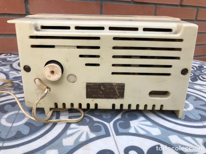 Radios de válvulas: Radio antigua philips philetta blanca más poniendo usmo - Foto 4 - 212779428