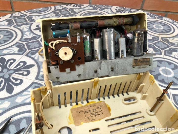 Radios de válvulas: Radio antigua philips philetta blanca más poniendo usmo - Foto 5 - 212779428