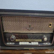 Radios à lampes: RADIO TOCADISCOS IBERIA M-821 ( CHASIS MODELO R-425 ) - PARA RESTAURAR O DONANTE DE PIEZAS. Lote 212953711