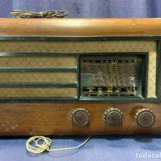 Radios de válvulas: RADIO MADERA DIAL VIDRIO EGLOMIZADO AÑOS 50 29,5X49X29CMS. Lote 213273915