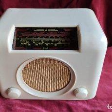 Radios à lampes: RADIO BUSH DAC 90 CREMA , 1950/59, EXCELENTE ESTADO Y FUNCIONANDO, VER VIDEO. Lote 213611181