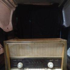 Radios de válvulas: RADIO ANTIGUA GRAETZ FUNCIONANDO. Lote 213711237