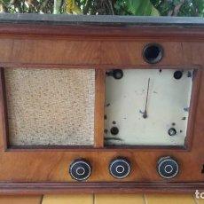 Radios de válvulas: RADIO CARCASA EN MADERA DIMENSIONES GRANDES 57 X 33,5 X 28 CM. Lote 214456126
