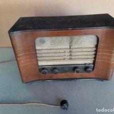 Radios de válvulas: RADIO ANTIGUA PHILIPS BE 582-A AÑO 1949 MADERA. Lote 214488476